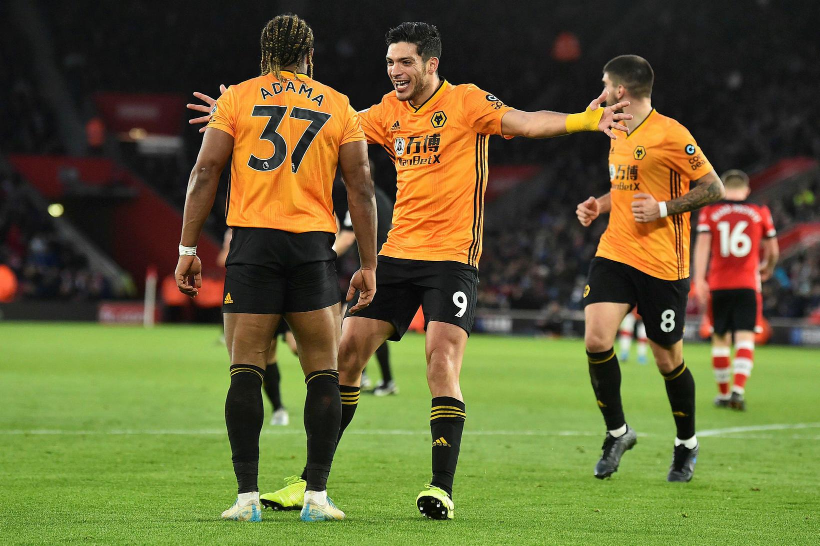 Raúl Jiménez tryggði Wolves sigur gegn Southampton í ótrúlegum leik.