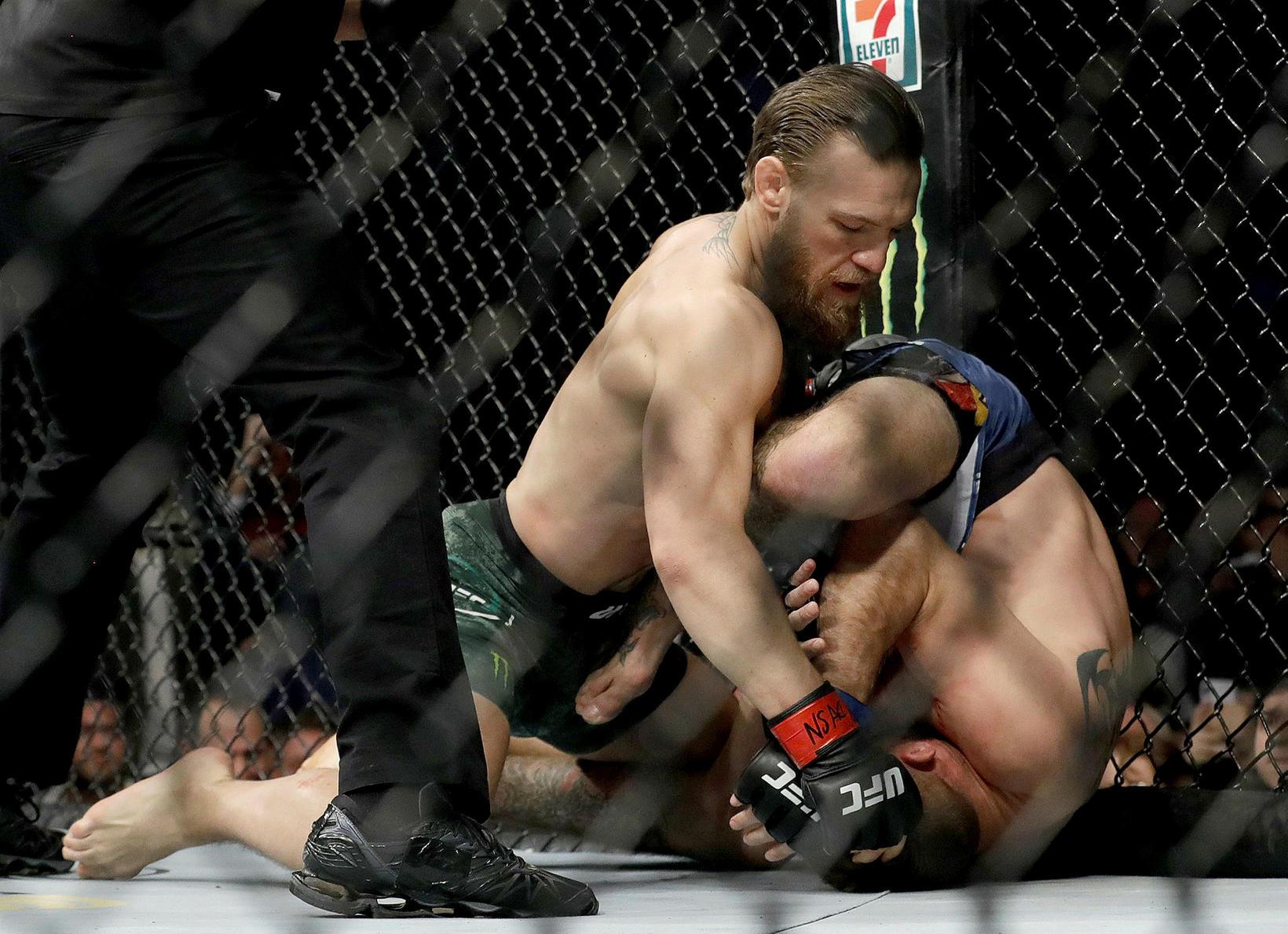 McGregor sigraði andstæðing sinn með tæknilegu rothöggi.