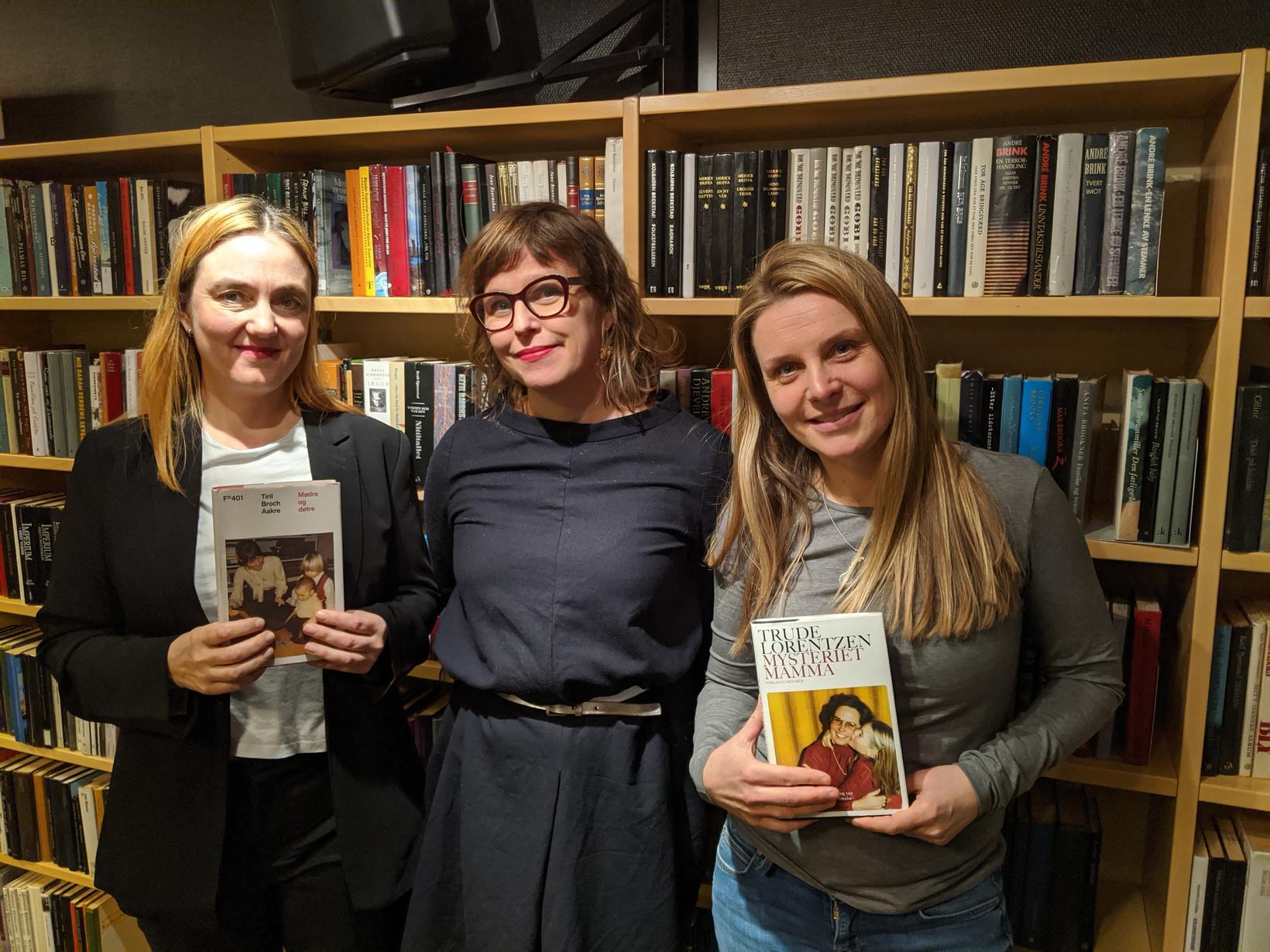 Tiril Broch Aakre, Hilde Østby og Trude Lorentzen við lok …