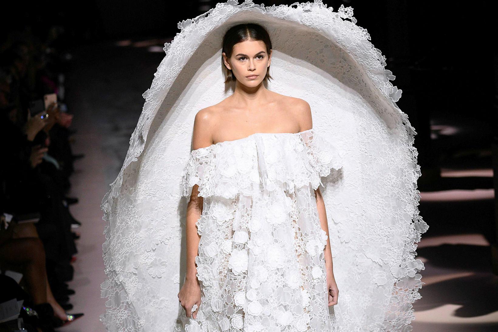 Kaia Gerber á tískusýningu Givenchy.