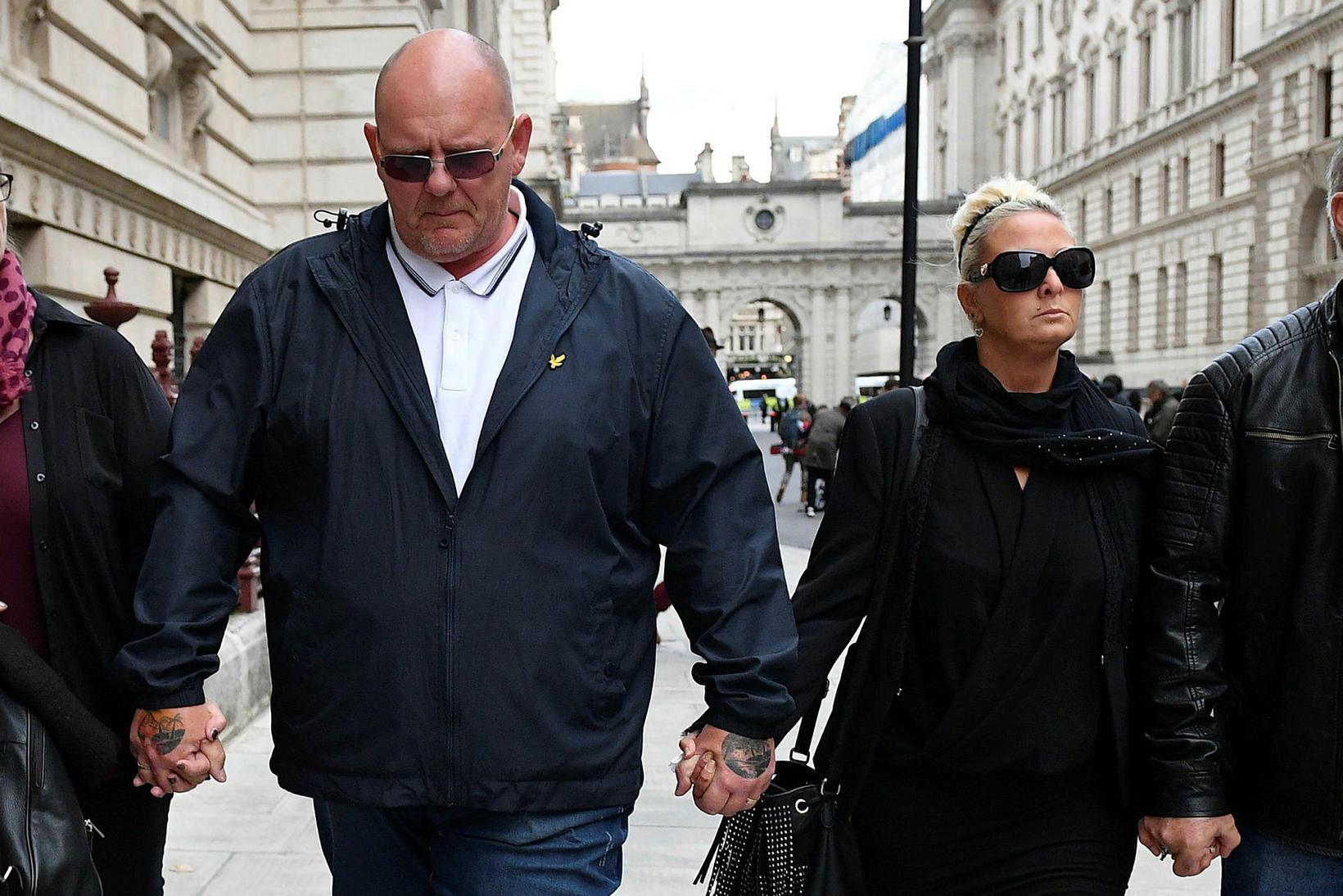 Timm Dunn og Charlotte Charles, foreldrar Harry Dunn, krefjast réttlætis …