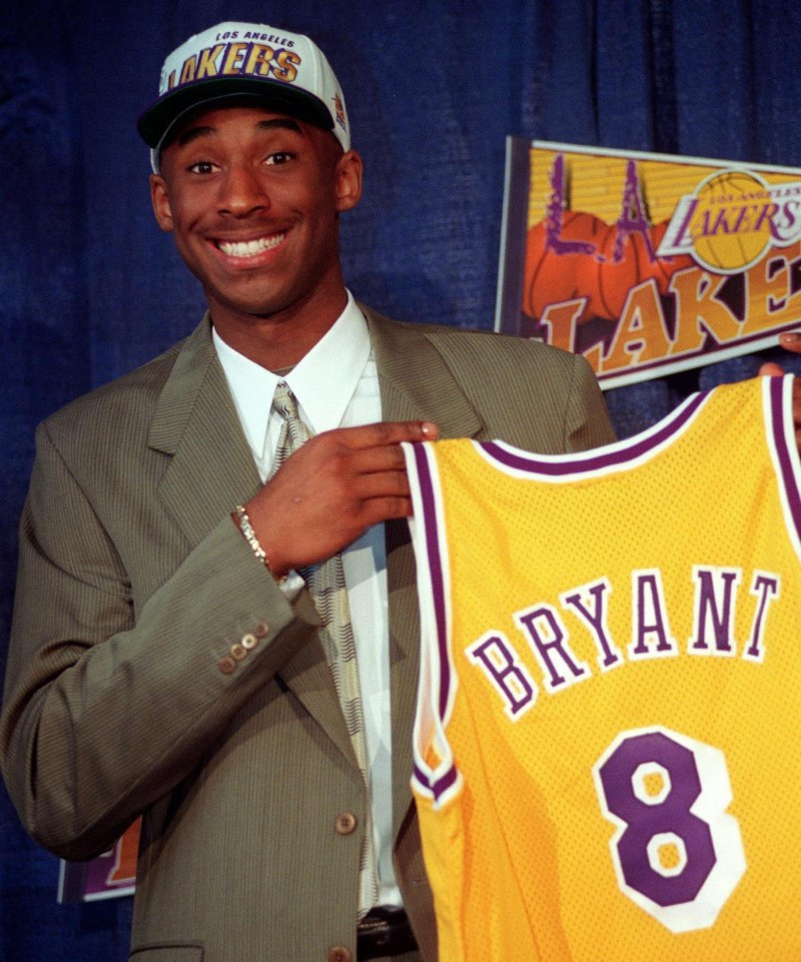 Kobe Bryant var fljótt skipt frá Charlotte til Los Angeles.
