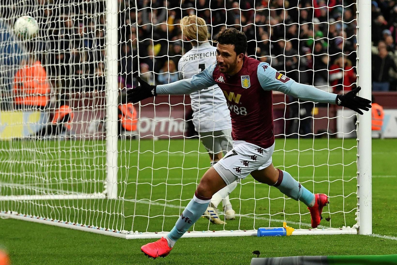 Trezeguet fagnar sigurmarki sínu fyrir Aston Villa.
