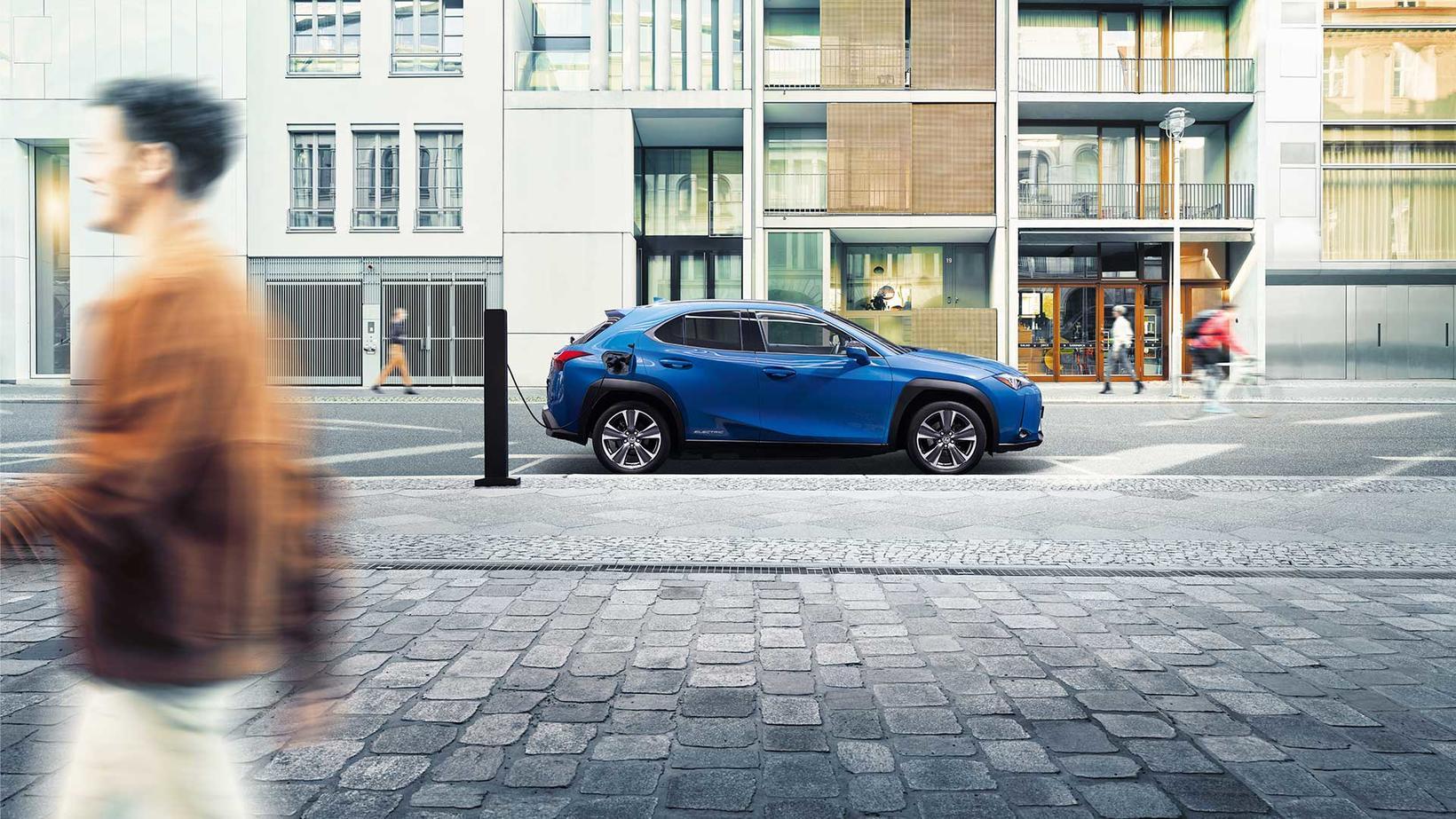 Lexus UX 300e er fyrsti hreini rafbíll japanska lúxusbílasmiðsins.