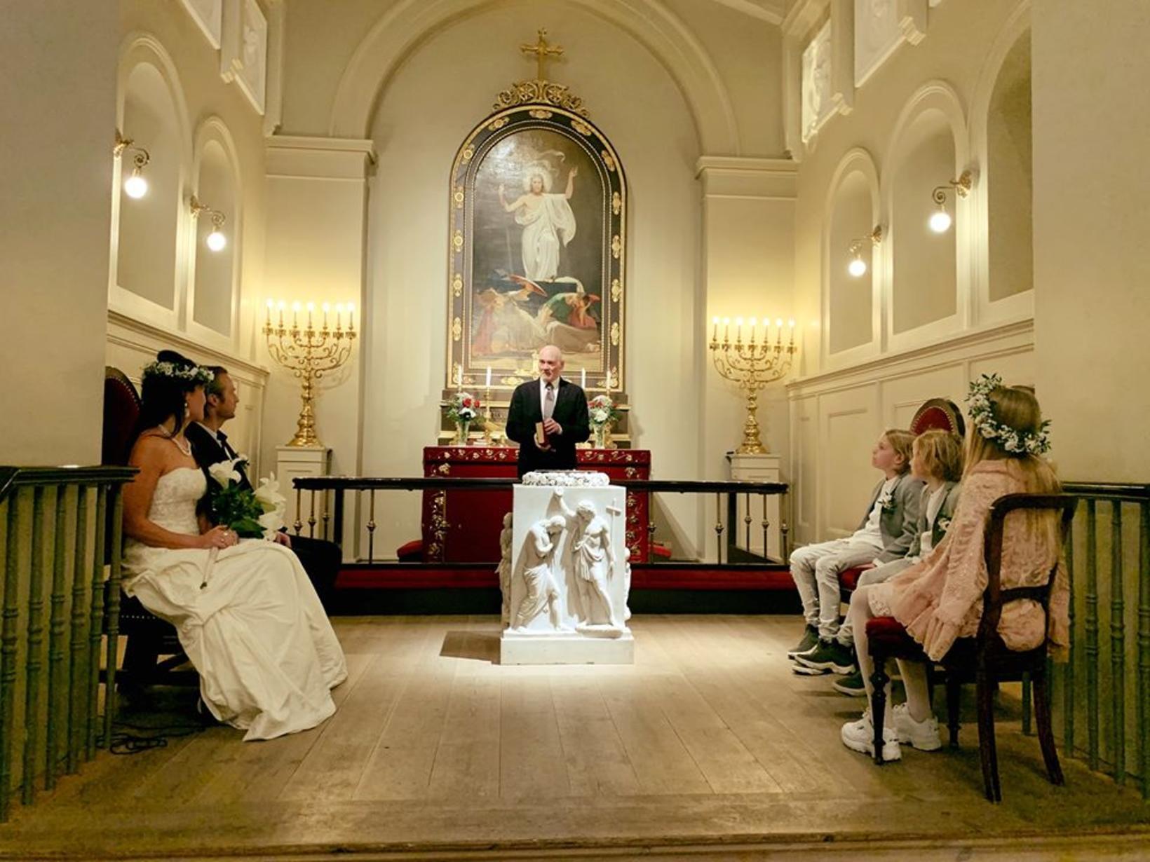 Hjálmar Jónsson prestur í Dómkirkjunni sá um vígsluna þar sem …