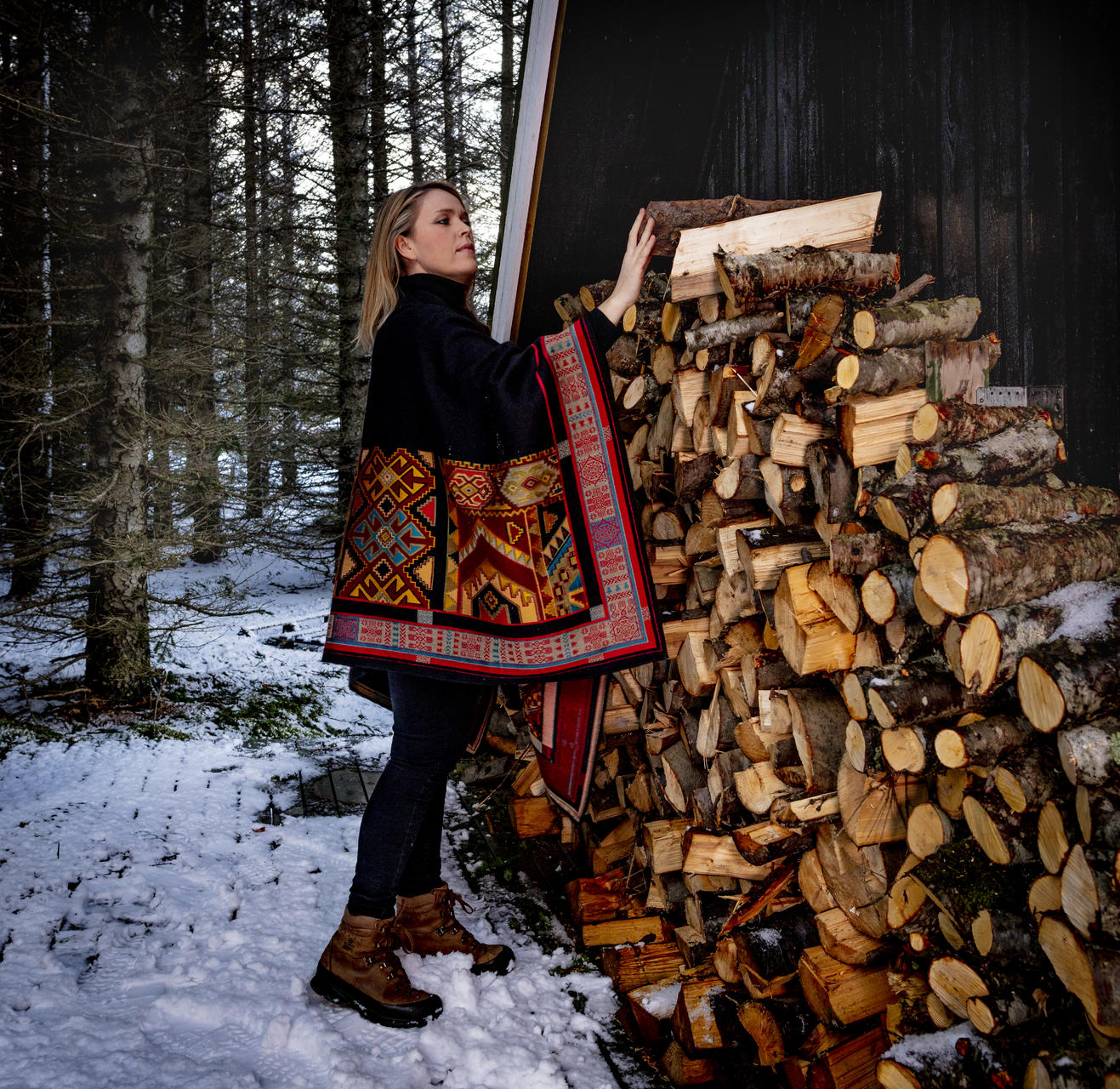 Helga Gerður starfar sem grafískur hönnuður og hefur starfað við …