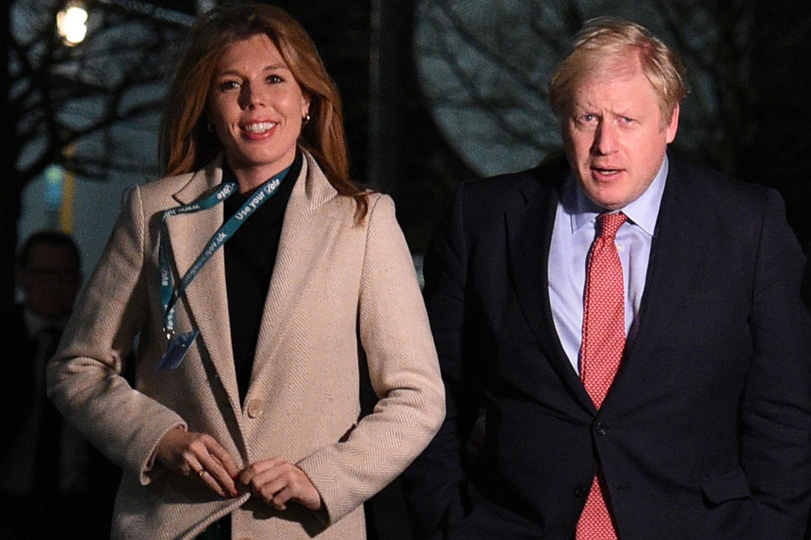 Boris Johnson ásamt unnustu sinni Carrie Symonds. Þau eru fyrsta …