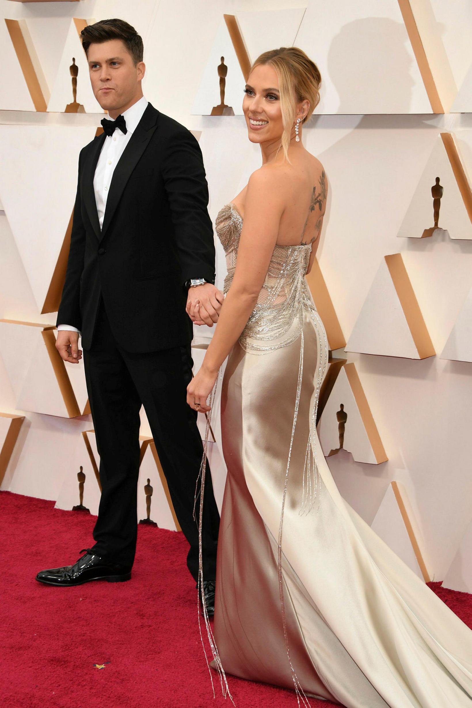 Colin Jost og Scarlett Johansson.