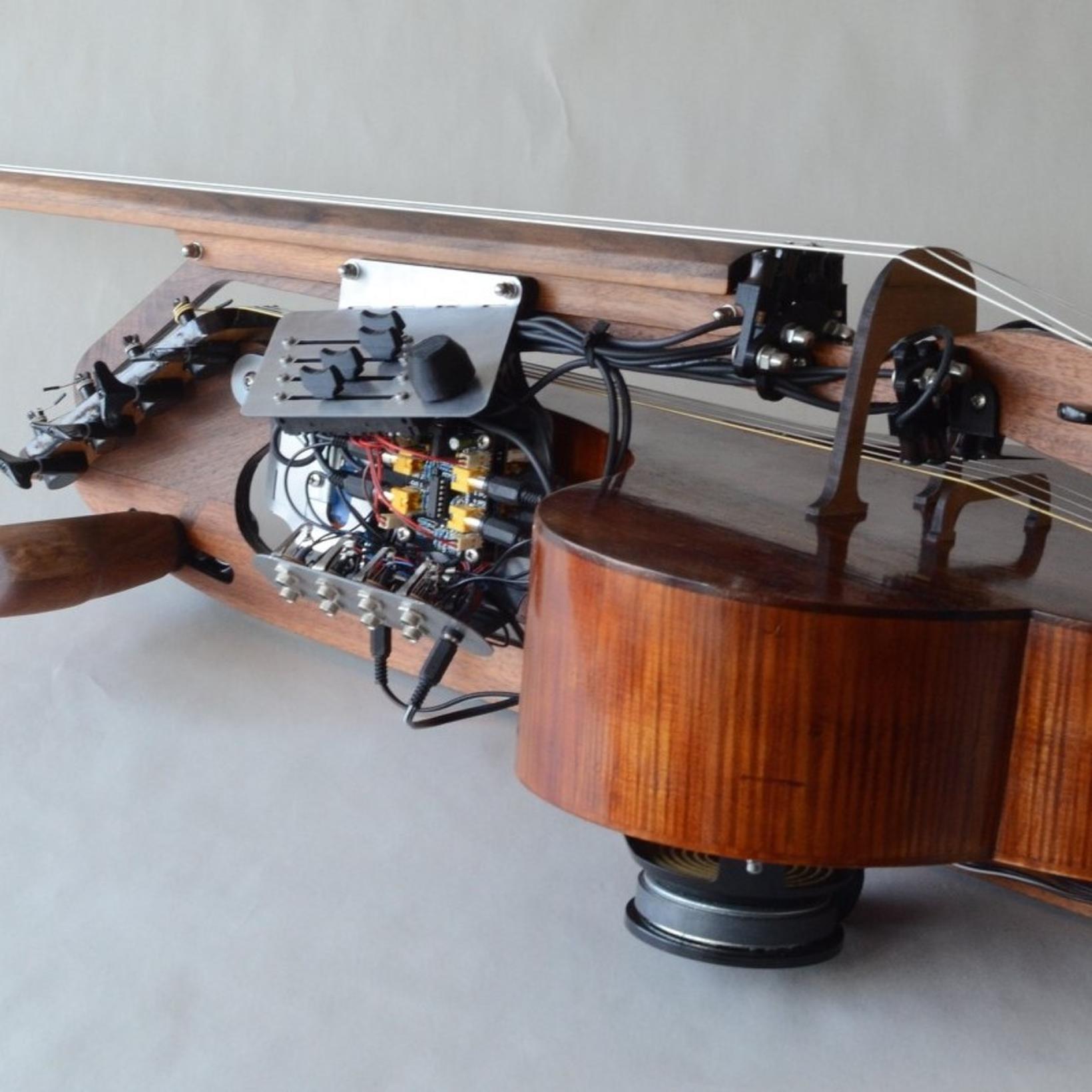 Hljómi dórófónsins svipar til sellós, rafmagnsgítars og orgels.