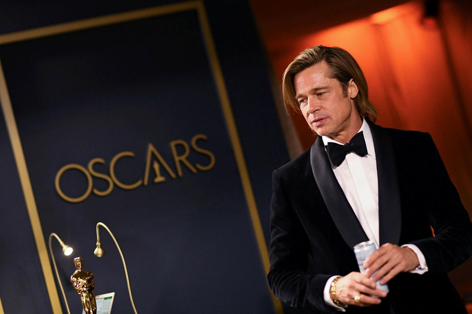 Brad Pitt á hátíðinni í gærkvöldi. Hann hlaut sinn fyrsta …