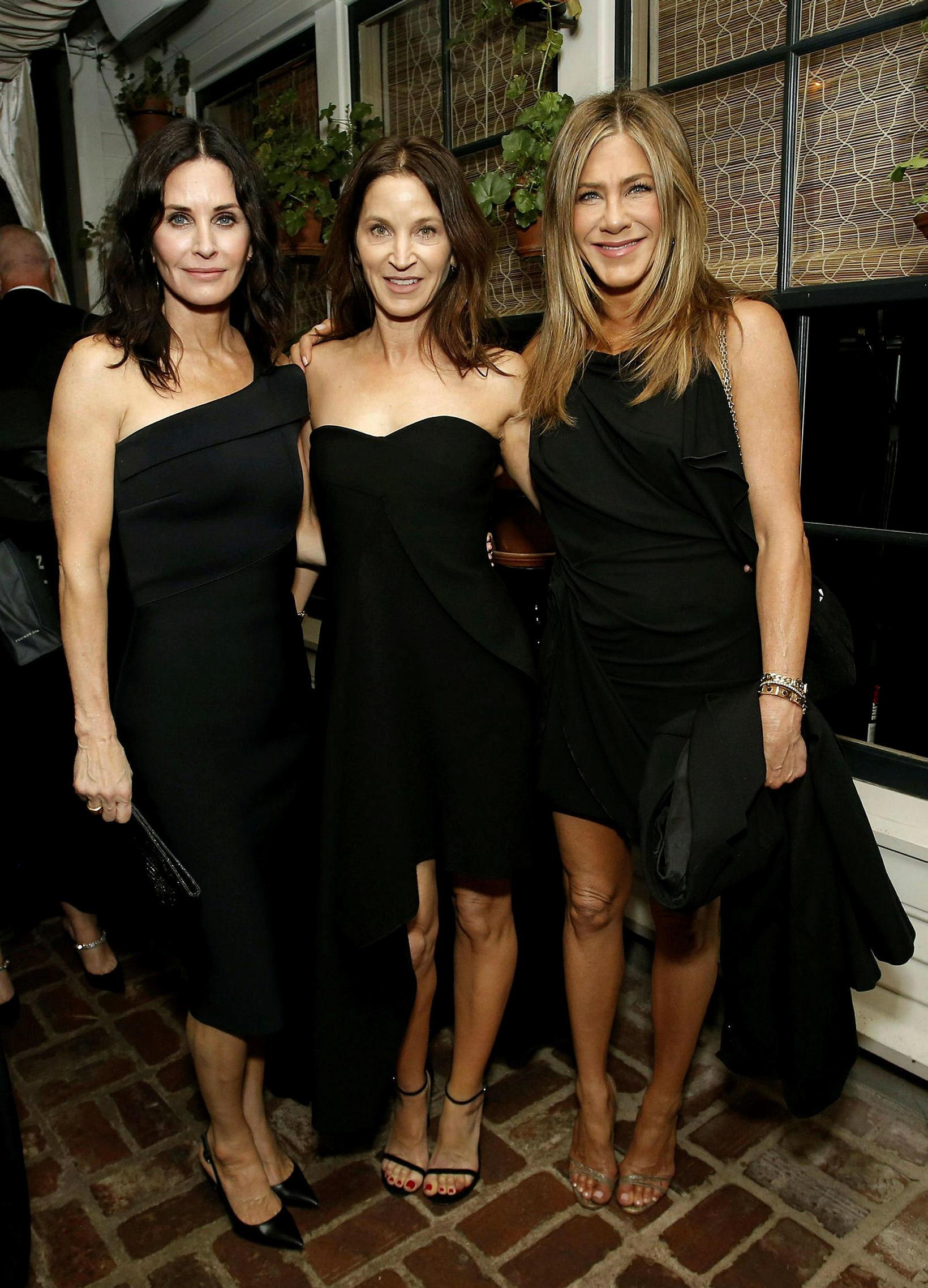 Courteney Cox, Amanda Anka og Jennifer Aniston í Óskarsverðlaunaveislu Netflix.