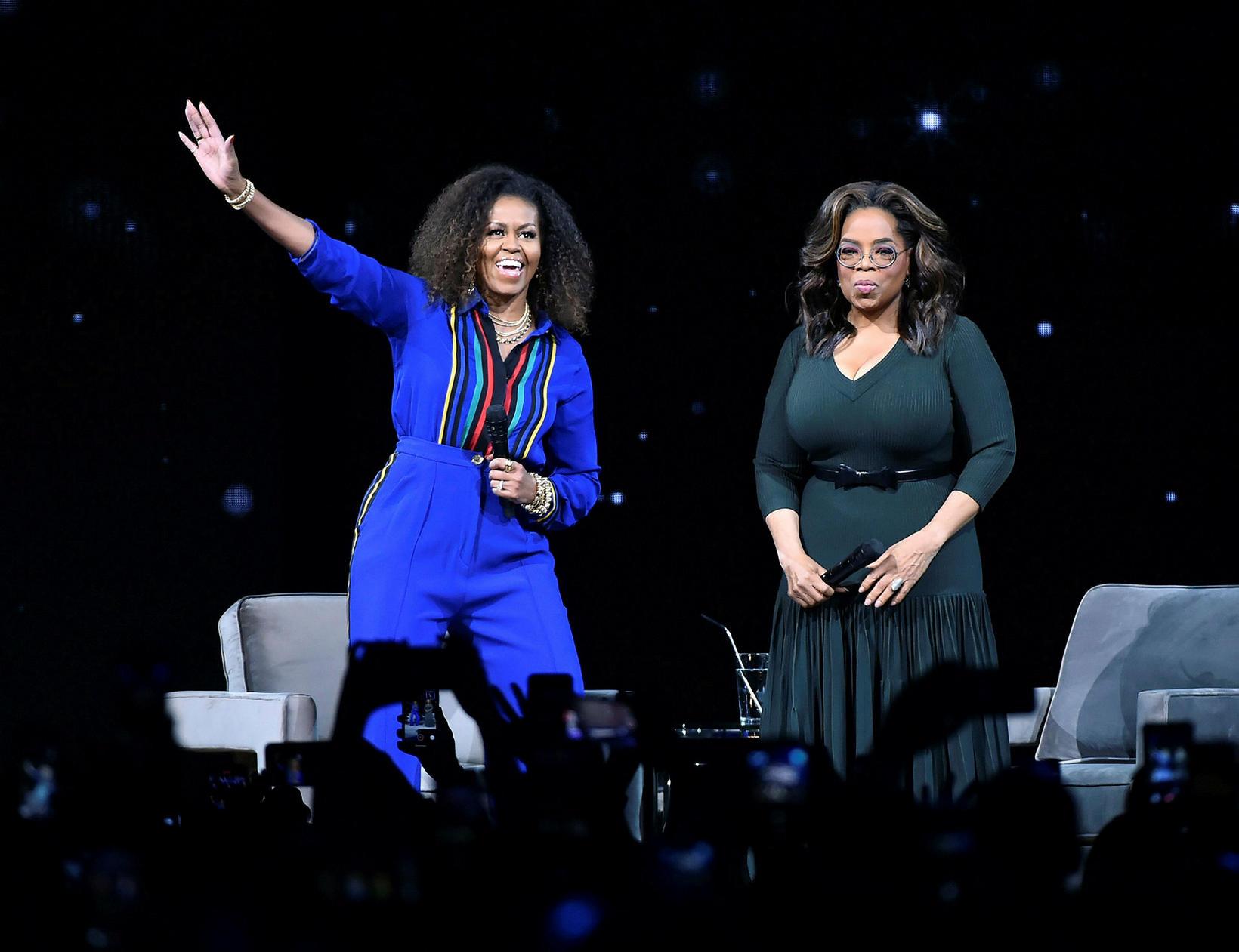 Michelle Obama og Oprah Winfrey á sviðinu um helgina.