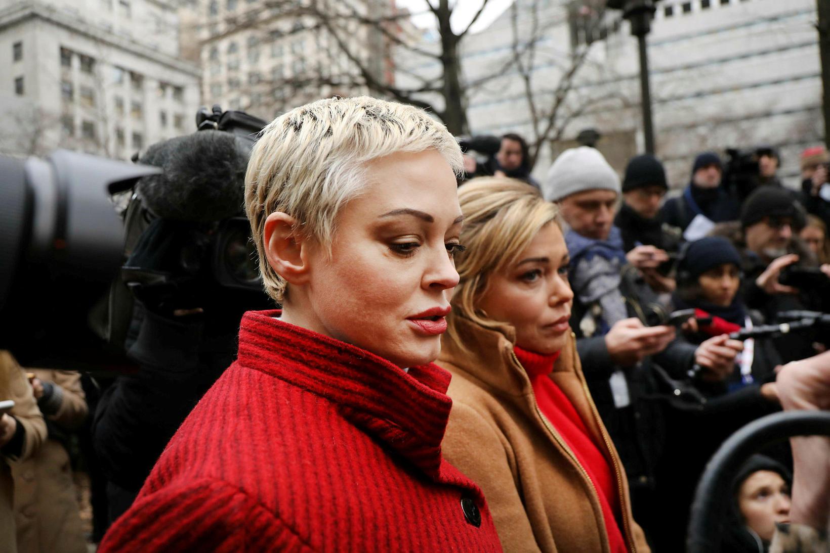Rose McGowan við upphaf réttarhaldanna yfir Harvey Weinstein í byrjun …