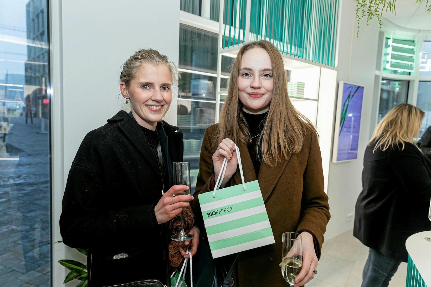 Helga Dögg Höskuldsdóttir og Brynja Jónbarnardóttir