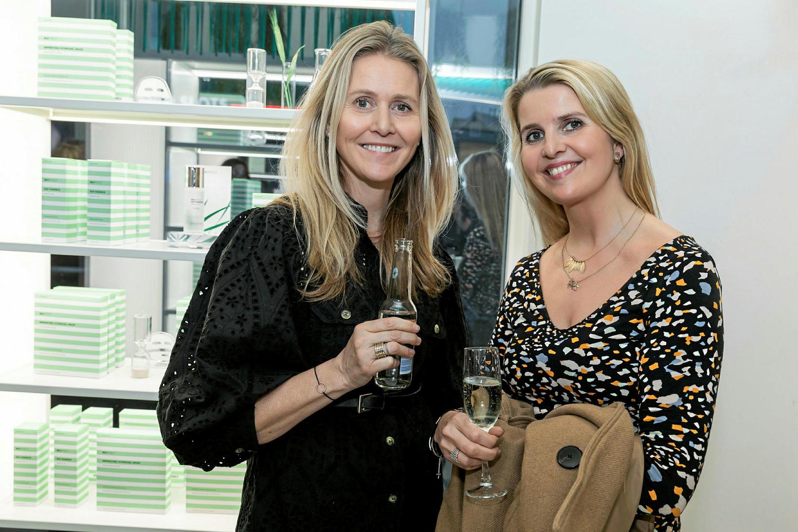 Gréta Hlöðversdóttir og Agnes Hlöðversdóttir.