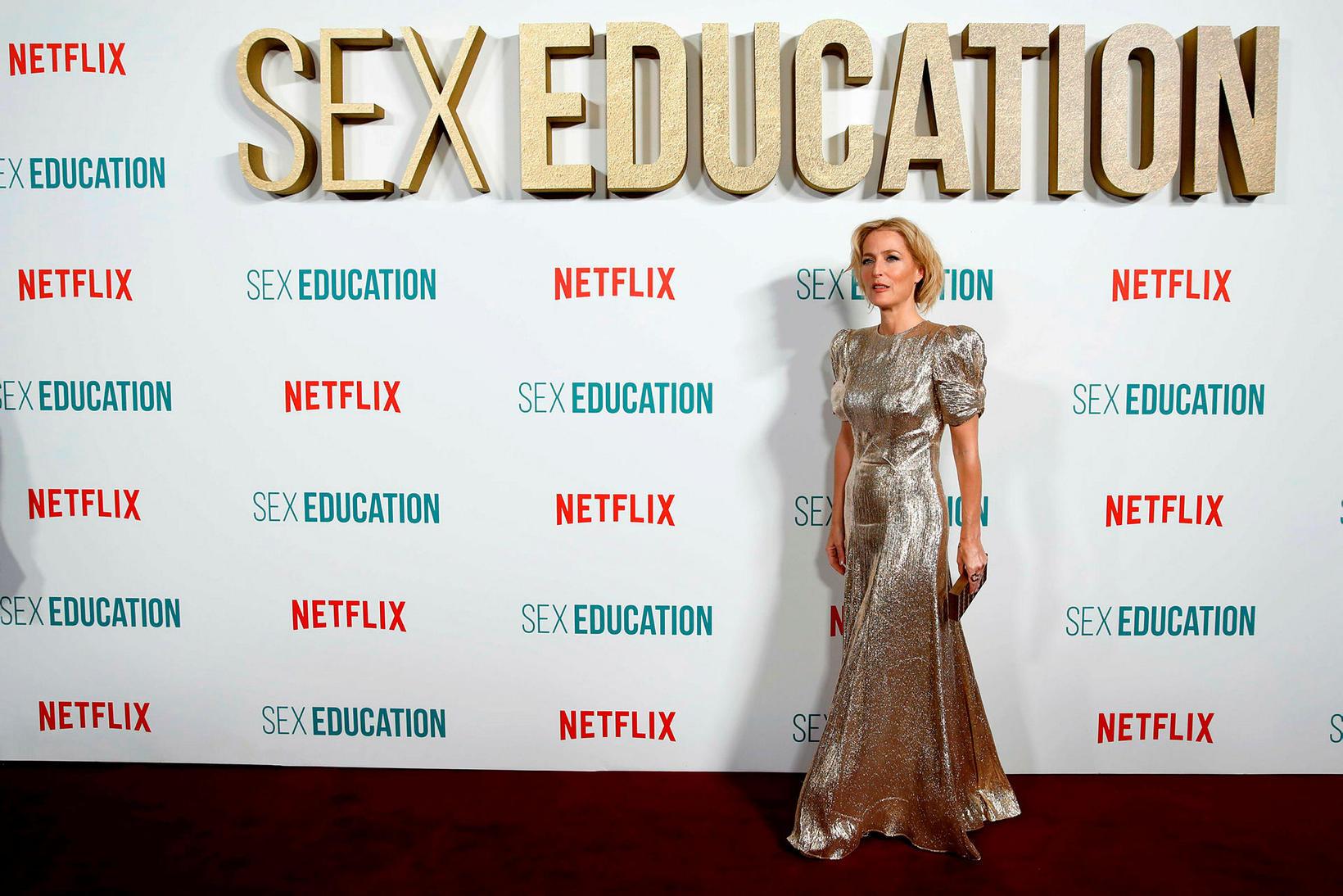 Leikkonan Gillian Anderson fer með hlutverk kynlífsráðgjafa í Sex Edcation.