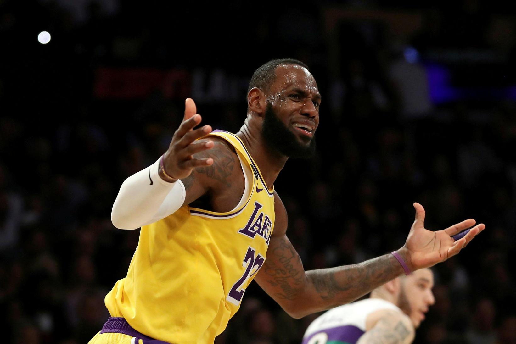 LeBron James setti niður 40 stig fyrir Los Angeles Lakers …