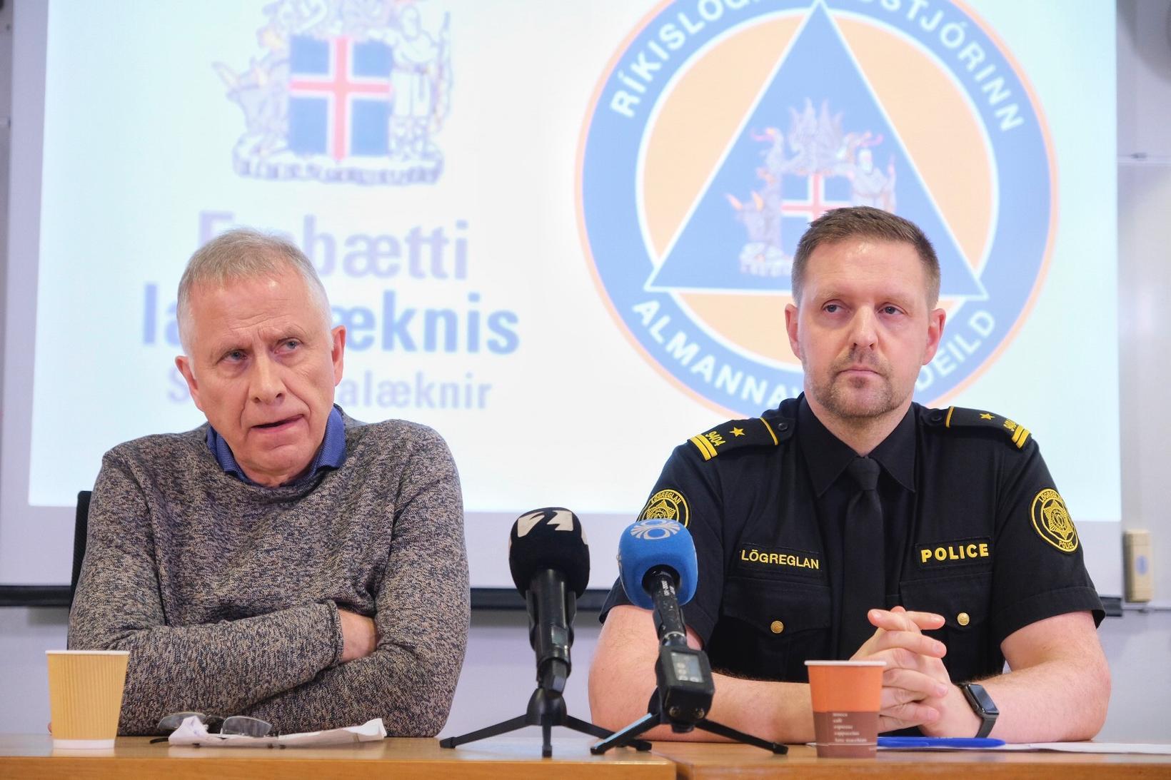 Þórólfur Guðnason sóttvarnalæknir og Rögnvaldur Ólafsson verkefnastjóri almannavarna á blaðamannafundinum …