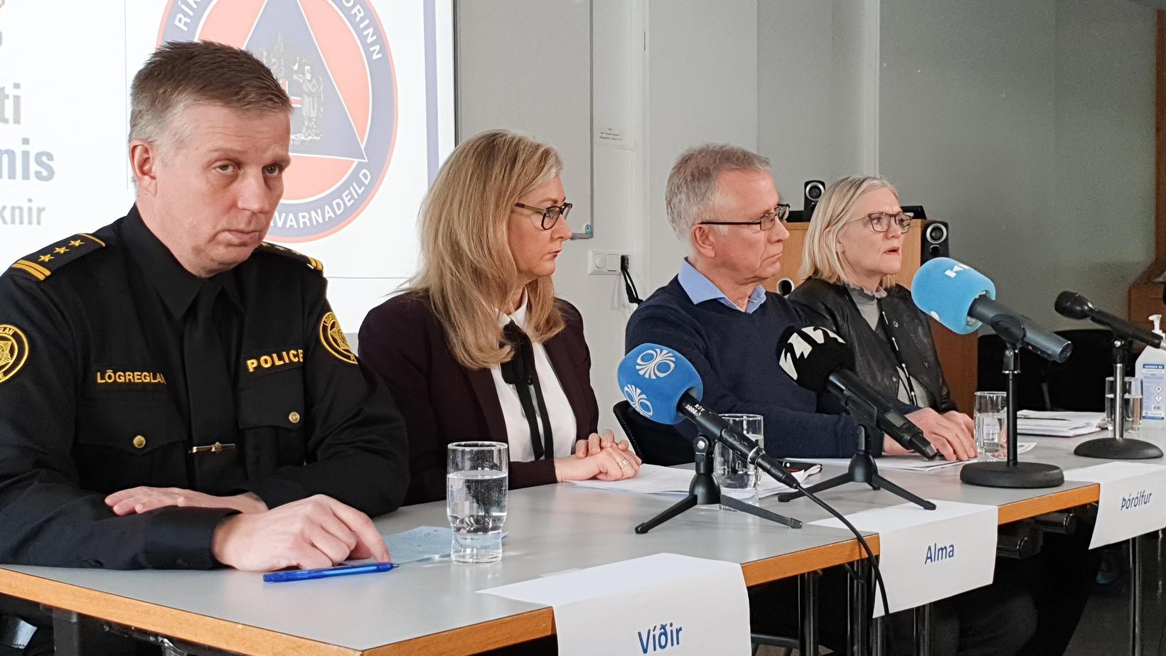 Víðir Reynisson, yfirlögregluþjónn hjá ríkislögreglustjóra, og Þórólfur Guðnason sóttvarnalæknir sitja …
