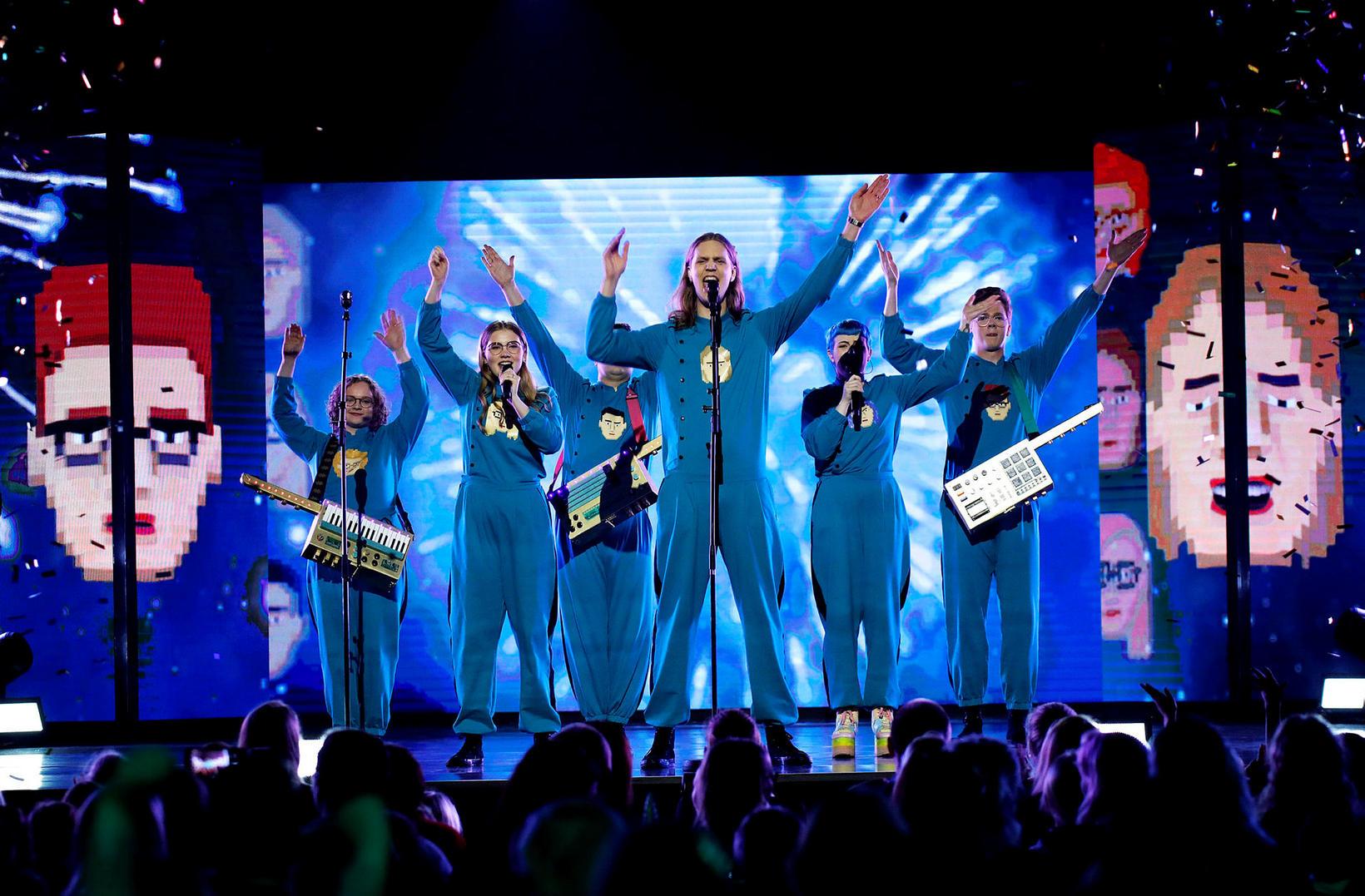 Hljómsveitin Hot Chip hefur gert nýja útgáfu af Eurovisionlaginu Think …
