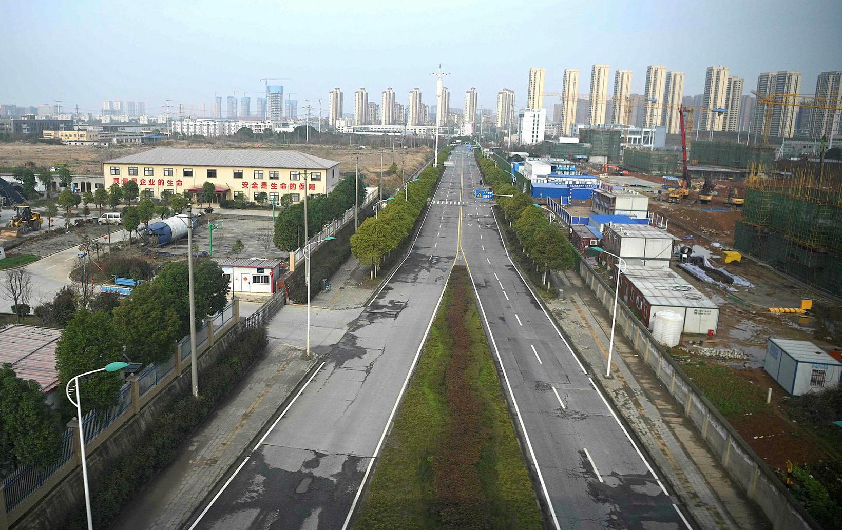 Það er tómlegt um að litast í Wuhan í Kína.