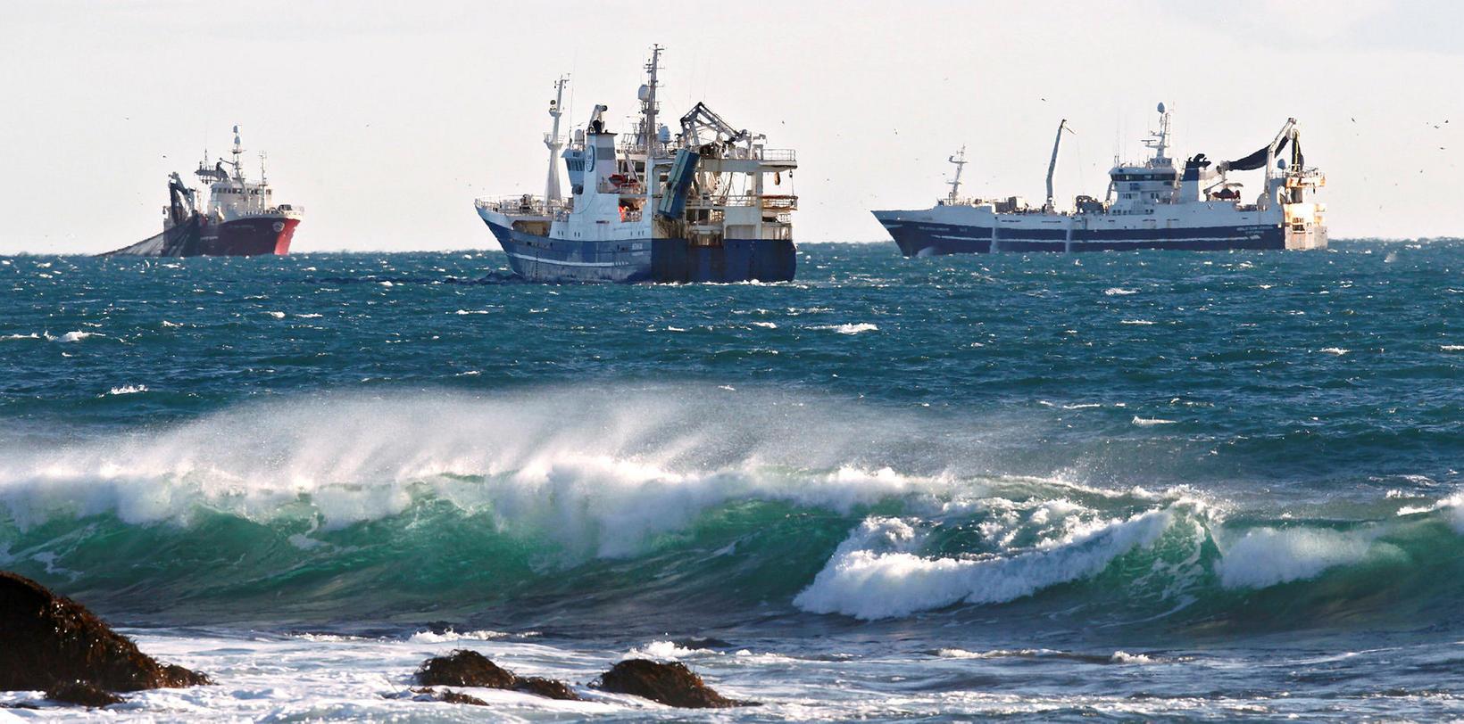 Loðnukvótinn sem krókaaflamarksbátur fékk var síðan færður á uppsjávarskip.