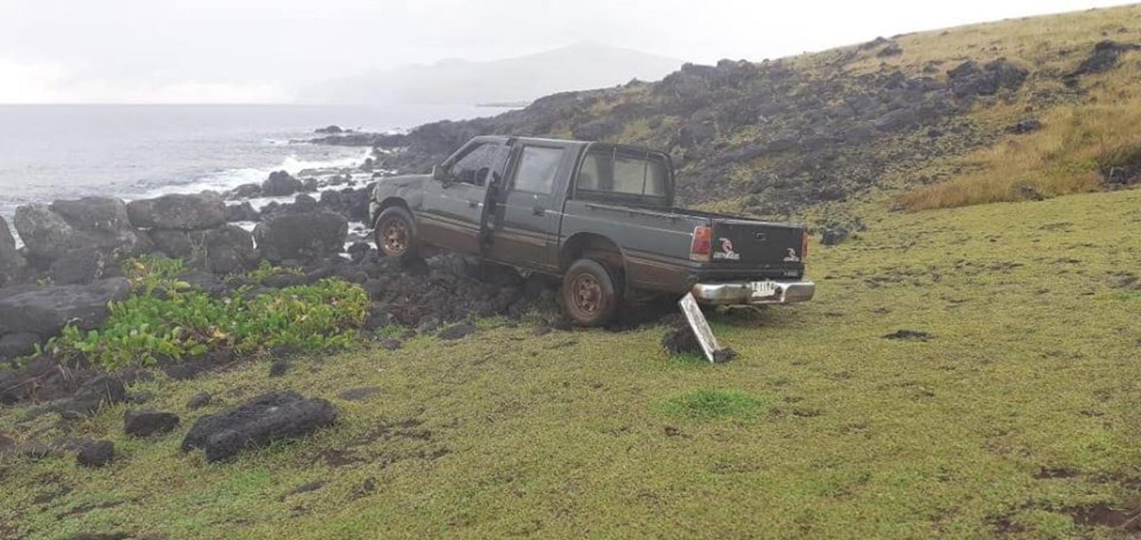 Maðurinn keyrði niður styttuna og eyðilagði hana.