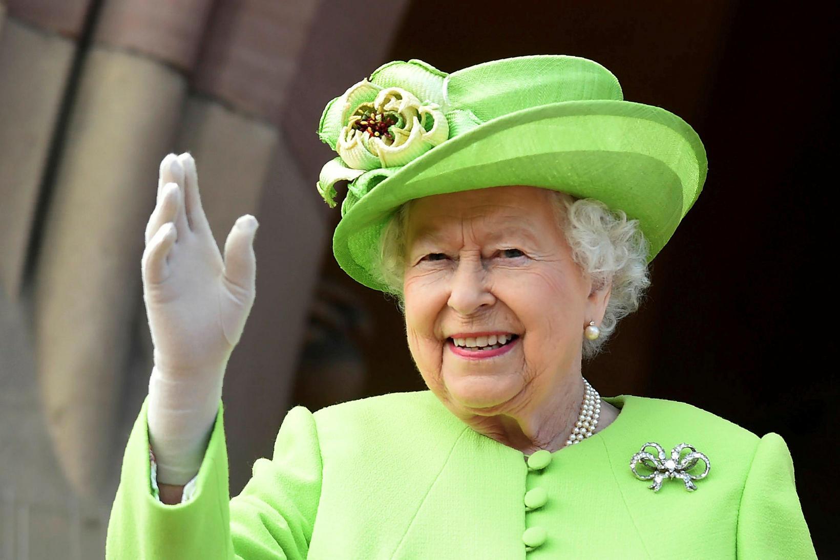 Drottningin gaf Archie langömmubarni sínu vöfflujárn í jólagjöf.