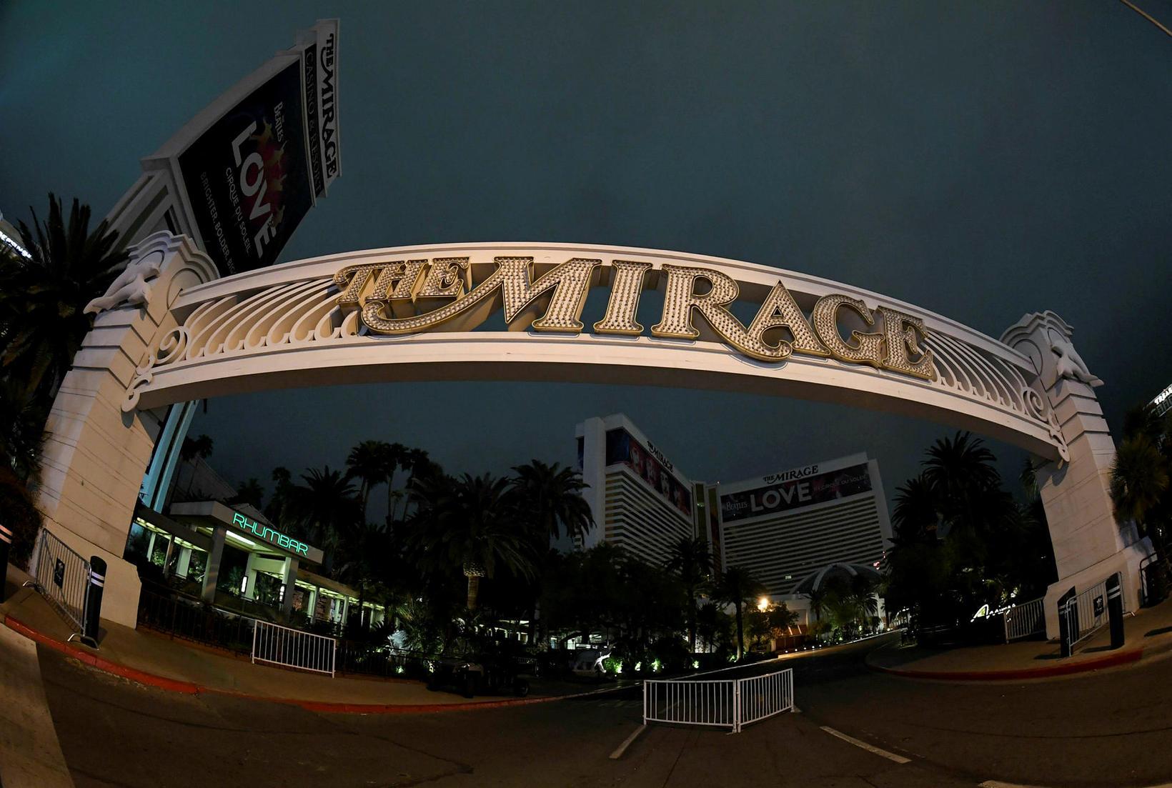 Flest ljós fyrir utan The Mirage Hotel & Casino voru …