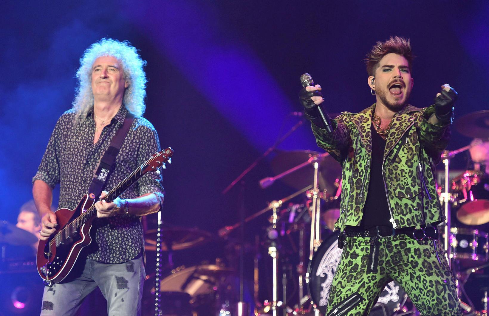 Hljómsveitin Queen og Adam Lambert spiluðu þekkt tónlistaratriði frá Live …