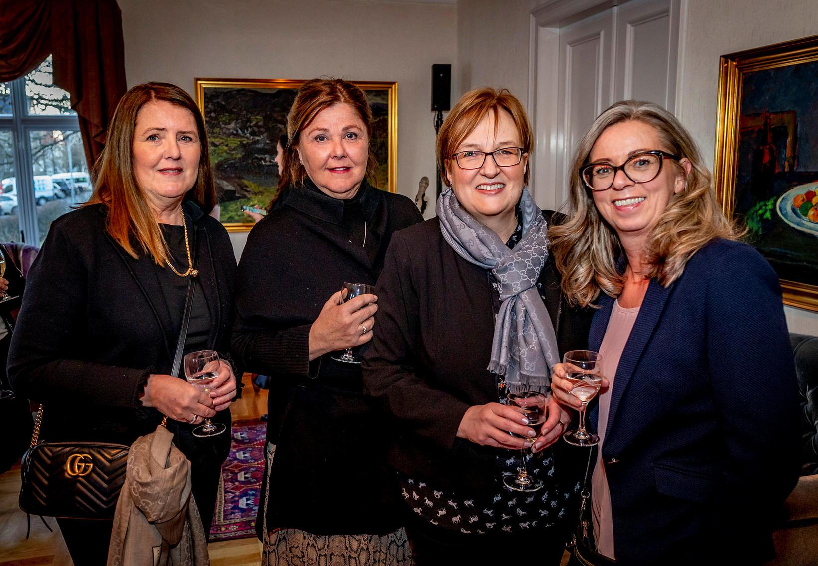 Steinunn Ásta Helgadóttir, Hanna Lára Helgadóttir, Guðlaug Ólafsdóttir og Elsa …