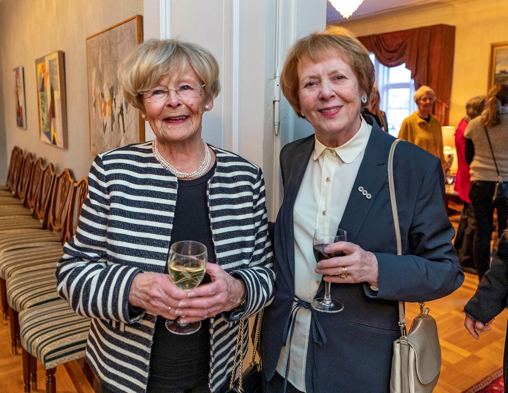 Sigríður Erlendsdóttir og Vigdís Finnbogadóttir.