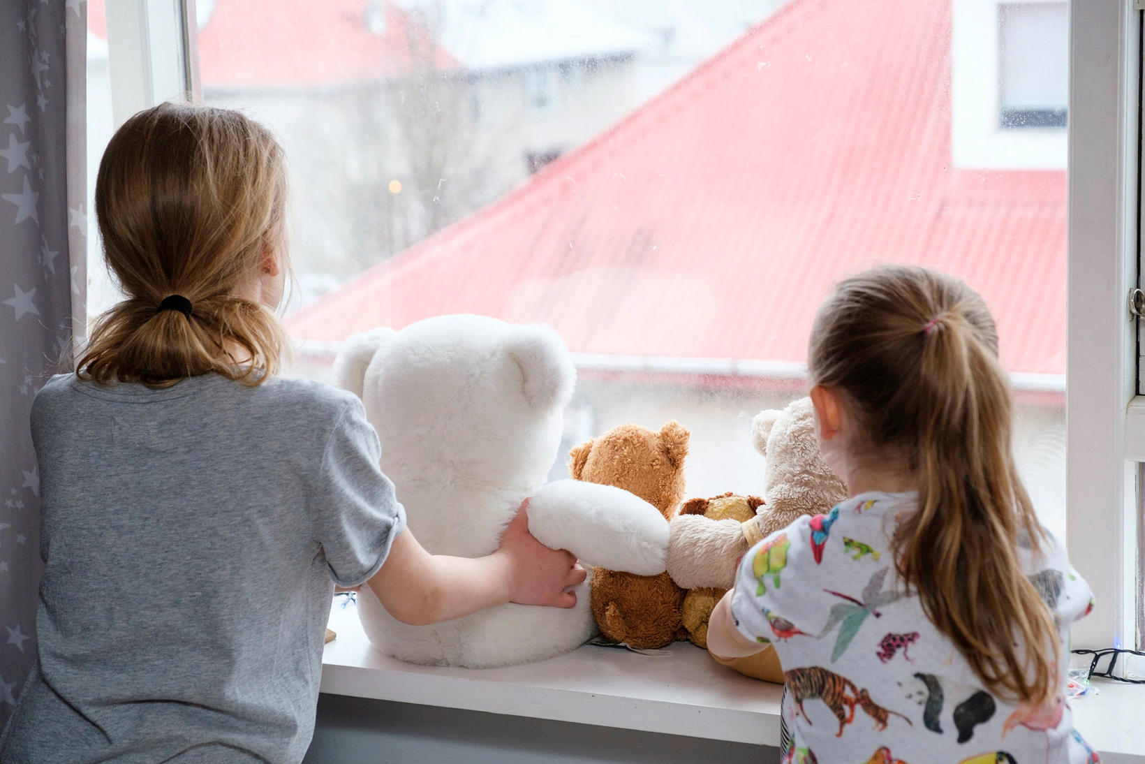 Teddy bear scavenger hunt for kids during the pandemic