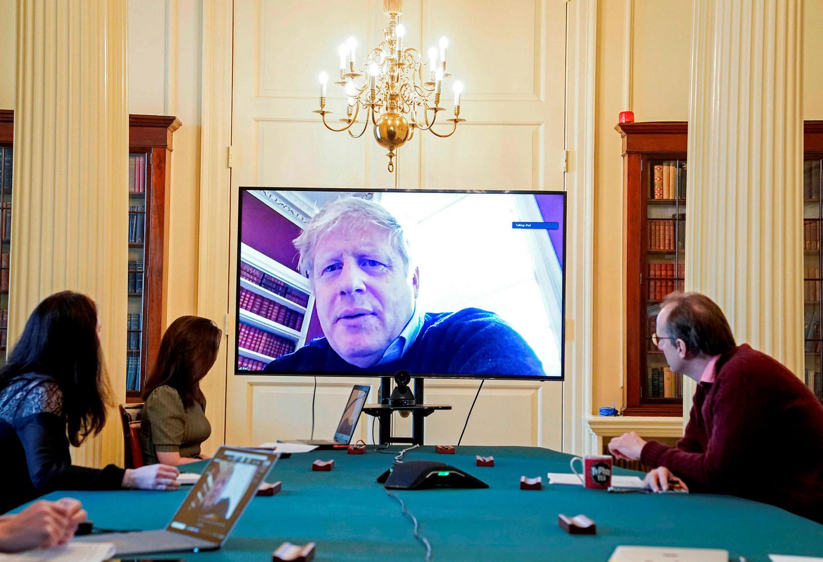 Boris Johnson á fjarfundi en hann er með kórónuveiruna.