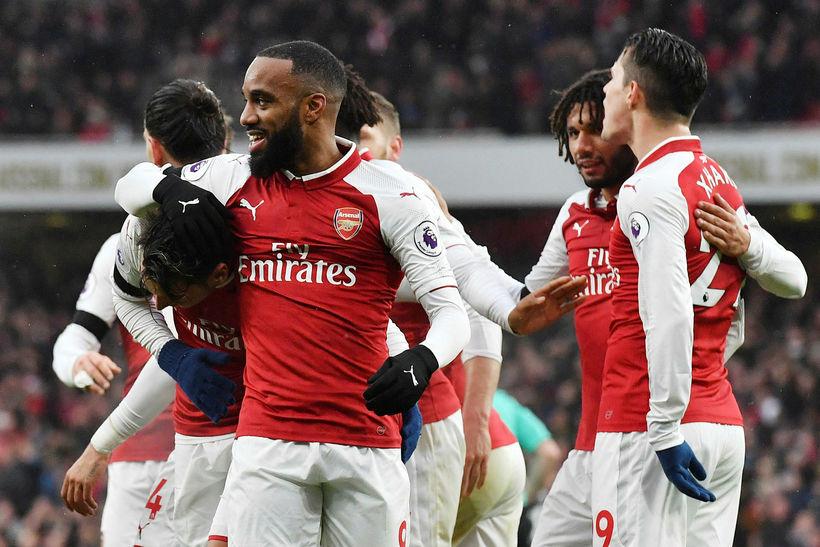 Alexandre Lacazette og félagar í Arsenal fóru létt með Crystal ...