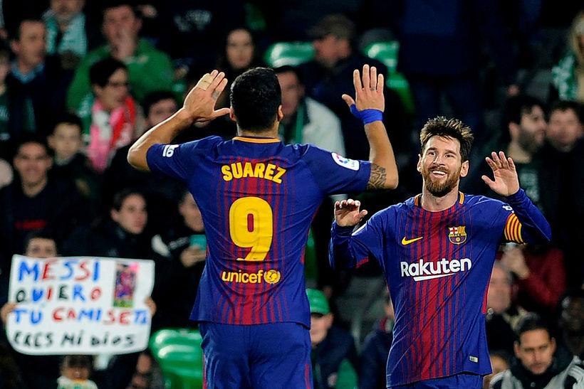 Lionel Messi og Luis Suárez fagna í gærkvöld.
