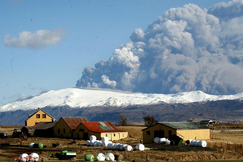 Í Eyjafjallagosinu árið 2010. Veðurstofa Íslands gegnir yfirgripsmiklu eftirlitshlutverki með ...