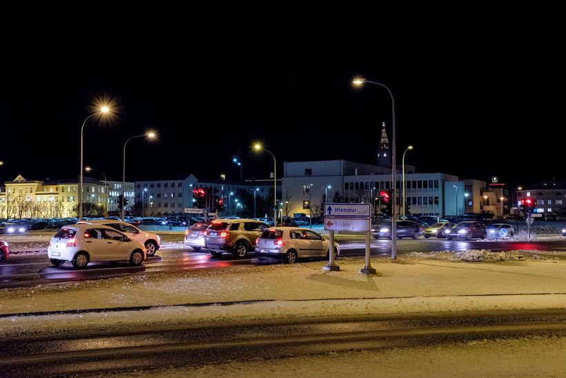 Mikil bílaumferð er flesta daga við lóð Landspítalans.