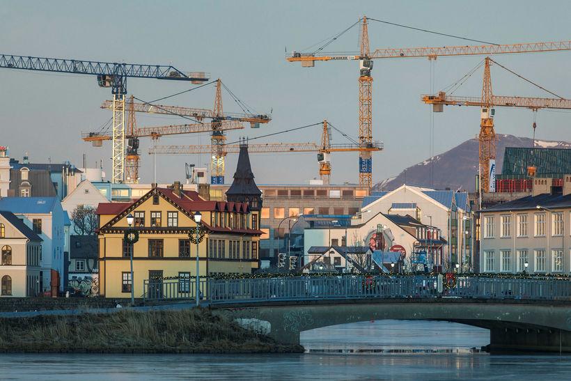Byggingakranar í miðborg Reykjavíkur. Hagsjáin segir útlit fyrir að verktakar ...