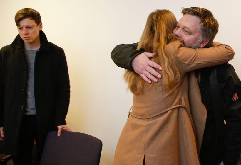 Ritstjórar Stundarinnar og Reykjavik Media fögnuðu í dómsal þegar niðurstaðan ...