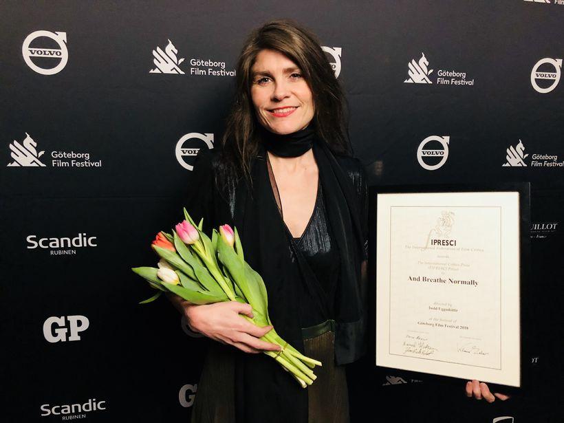 Ísold Uggadóttir með verðlaunin.