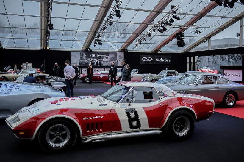 Gestir skoða Chevrolet Corvette Stingray Convertible SCCA frá 1969 sem ...