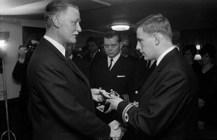 Um borð í varðskipinu Óðni, 16. október 1968. Pálmi tekur ...