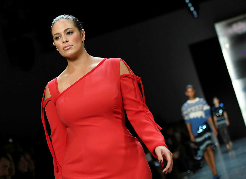 Ashley Graham á tískusýninu Prabal Gurung.