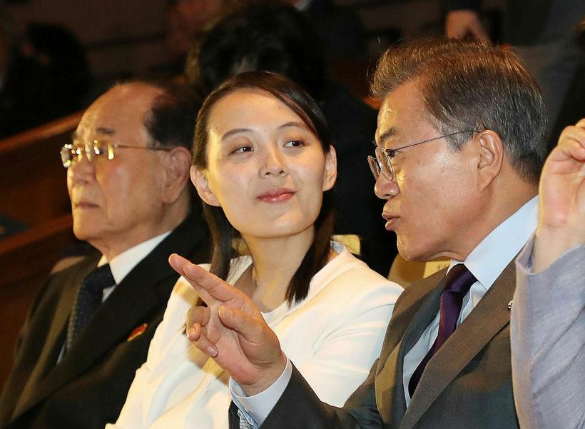 Moon Jae-in, forseti Suður-Kóreu, ræðir hér við Kim Yo-jong, systur ...