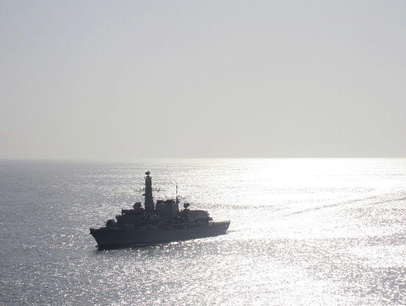 Breska freigátan HMS Sutherland.