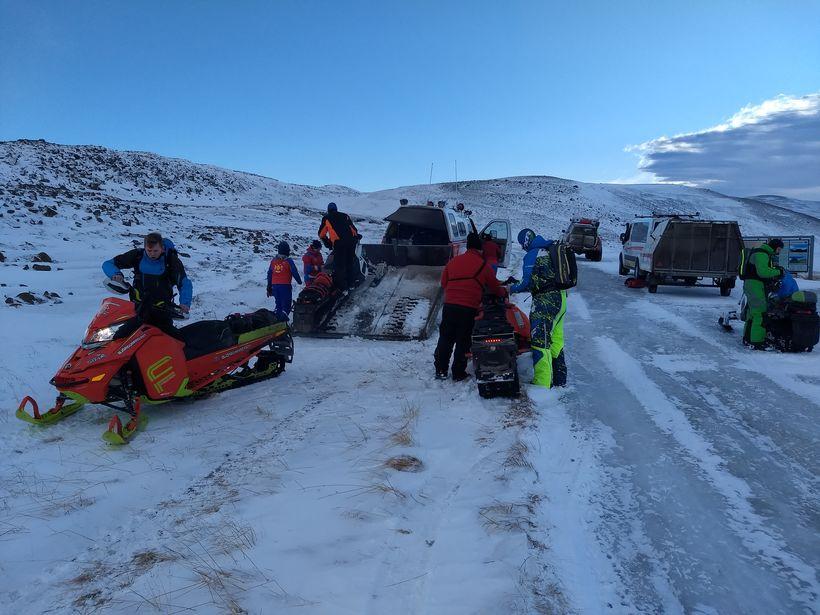Um 100 manns úr björgunarsveitum á Norðurlandi og Suðurlandi voru ...