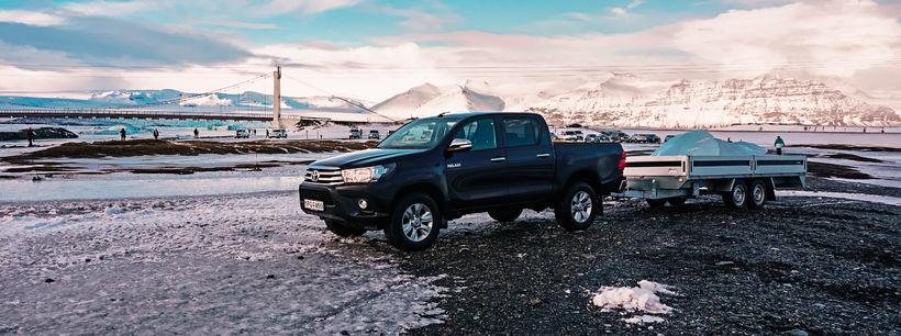 Toyotamenn sóttu jaka í Jökulsár og úr þeim verður hoggið ...