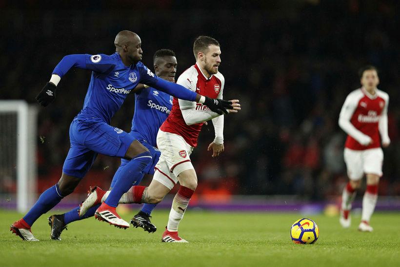 Eliaquim Mangala í leik með Everton gegn Arsenal.