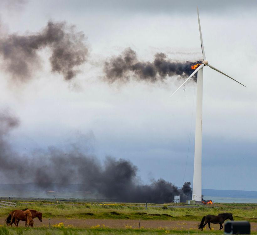 Vindmylla Biokraft eyðilagðist í bruna í júlí.